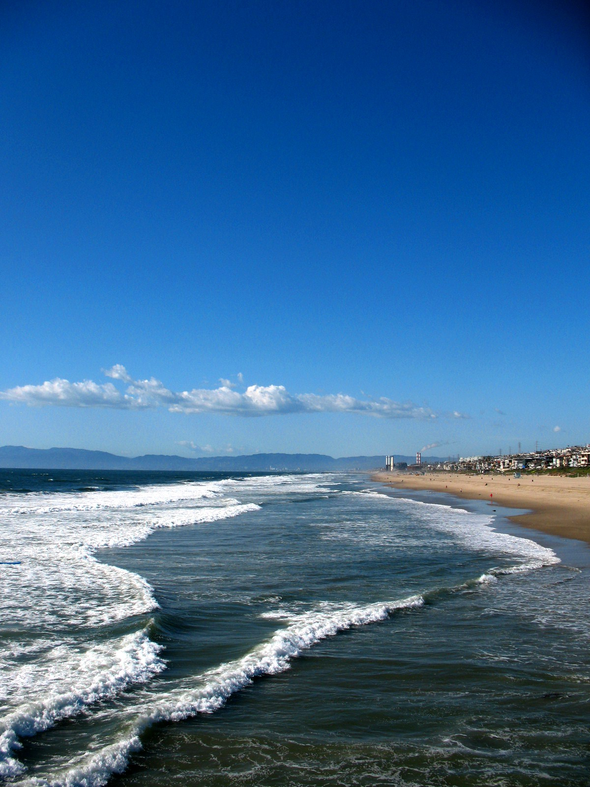 The Pacific Ocean in Manhattan Beach with Malibu in distance