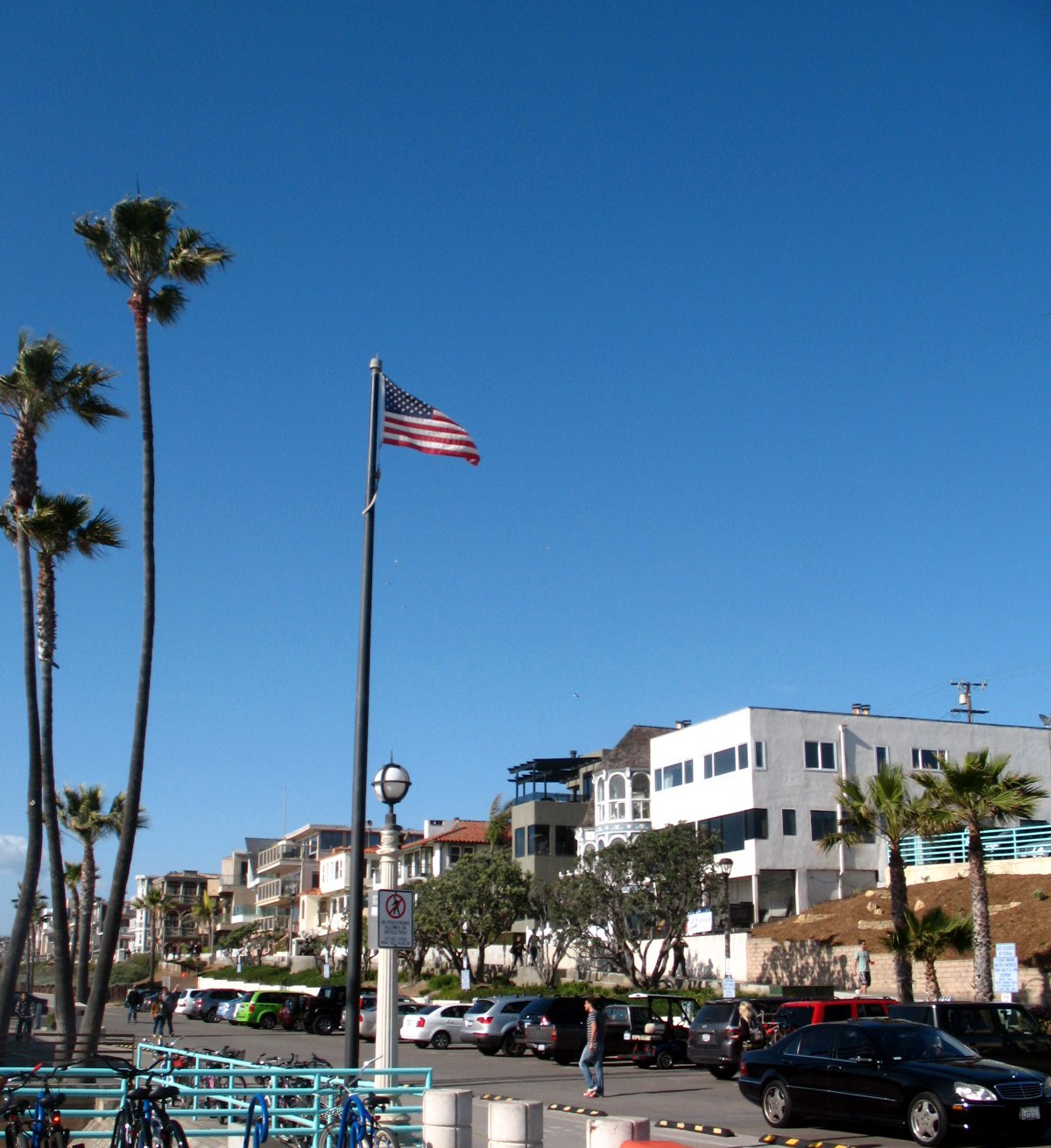 The Strand bike path in Manhattan Beach CA