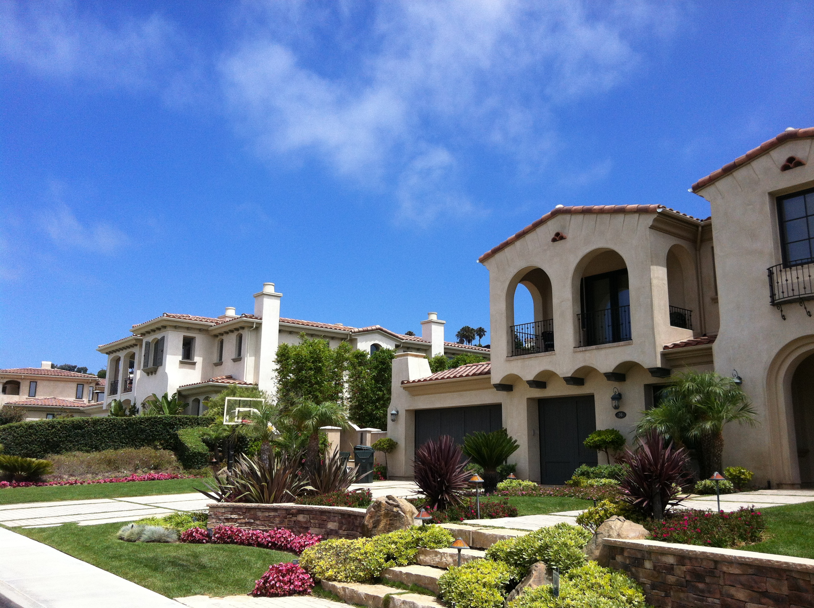 High end newer homes in Los Angeles