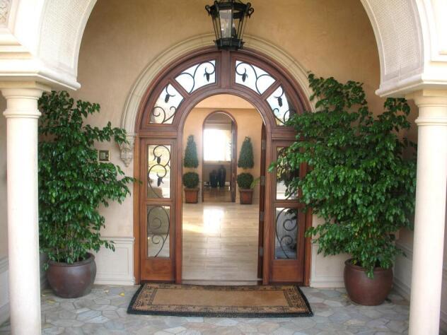Trump home entrance