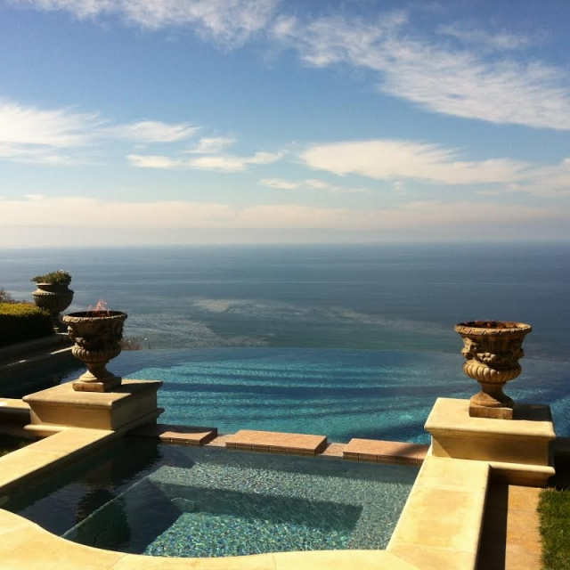 Infinity pool with view in Palos Verdes