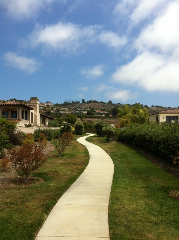 Trail connections between luxury homes in Oceanfront Estates in Palos Verdes