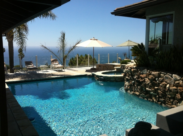 A luxury pool with ocean view in Mira Catalina