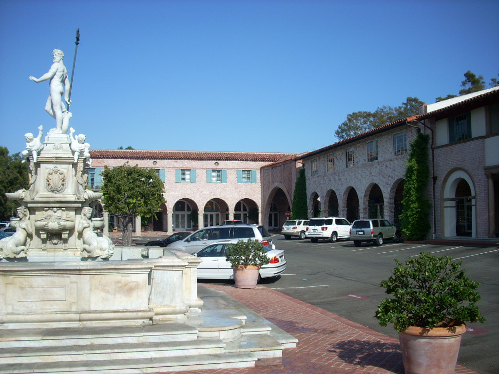Statue in Malaga Cove Plaza