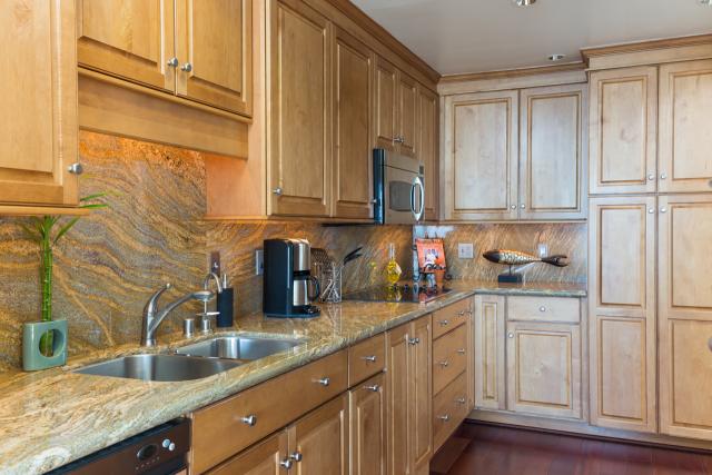3200 La Rotonda Dr unit 211 Rancho Palos Verdes CA 90275 - Kitchen
