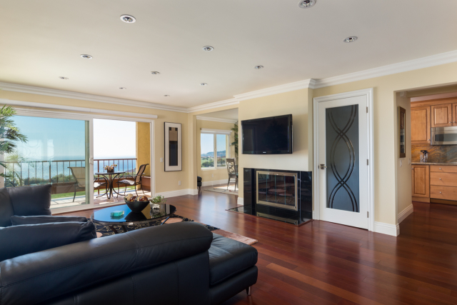 3200 La Rotonda Dr unit 211 Rancho Palos Verdes CA 90275 - Living room with ocean view