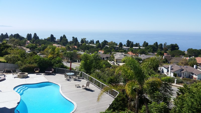 Pool overlooking the coast in Palos Verdes
